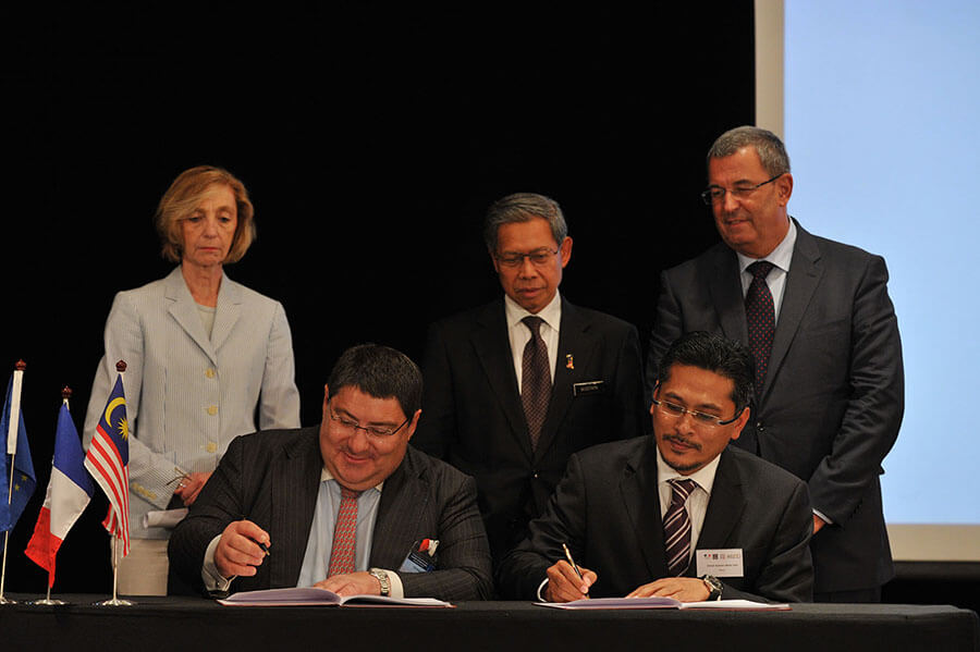 Technology transfer: agreement LFB - STROVI (Malaysia)